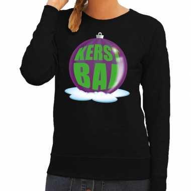 Foute foute kersttrui kerstbal paars op zwarte sweater voor dames
