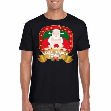 Foute kerst t shirt santa is almost coming voor heren